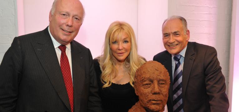 Julian Fellowes, Frances Segelman and friend with Frances Segelman's sculpture